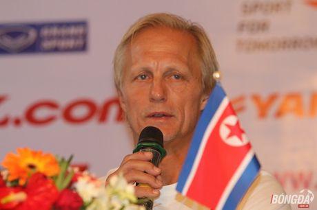 HLV DT Trieu Tien khong lo bi duoi viec vi thua Viet Nam - Anh 1