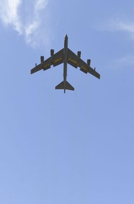 Chiem nguong may bay nem bom B-52H 'moi nhat' cua My - Anh 7