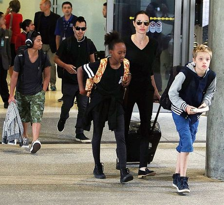 Angelina Jolie va cac con phai dieu tri tam ly - Anh 1