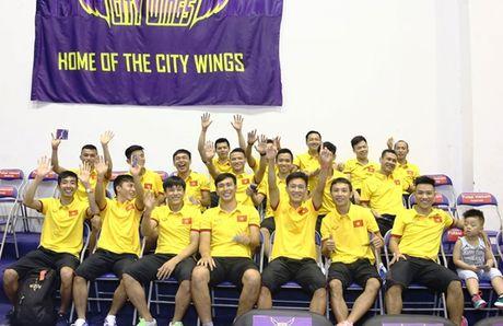 Tuyen Futsal Viet Nam 'quay' tung bung tren khan dai - Anh 4