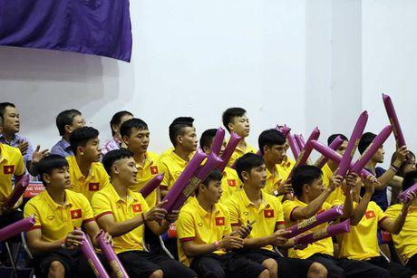 Tuyen Futsal Viet Nam 'quay' tung bung tren khan dai - Anh 5