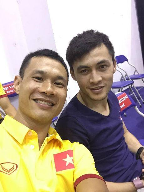 Tuyen Futsal Viet Nam 'quay' tung bung tren khan dai - Anh 8