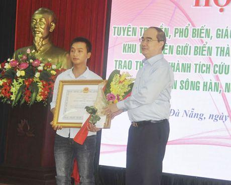 Trung uong khen thuong 3 tap the, 6 ca nhan dung cam - Anh 1