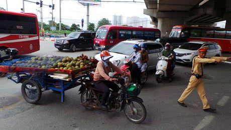 Ha Noi: Tuan dau ra quan, xu ly 1.948 phuong tien cho hang cong kenh - Anh 1