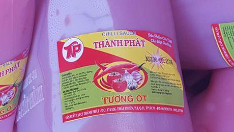 TP Ho Chi Minh: Kiem tra co so san xuat tuong ot tu nuoc la va hoa chat - Anh 2