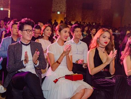 """MC Vu Manh Cuong """"chuan soai ca"""" di gap cac nguoi dep - Anh 4"""