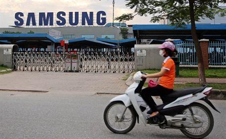 Bloomberg: Samsung giup nong dan Viet Nam kiem duoc nhieu tien hon nhan vien ngan hang - Anh 1