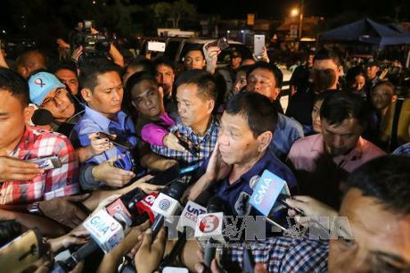 "Ty le ung ho Tong thong Duterte ""rat tot"" sau 3 thang cam quyen - Anh 1"