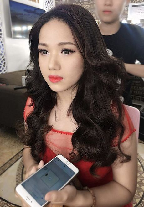 Thuy Chi: Tu co gai moc mac den nguoi phu nu quyen ru - Anh 1