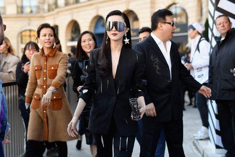 Pham Bang Bang sac lanh doi dau Truong Thien Ai o show Louis Vuitton - Anh 1