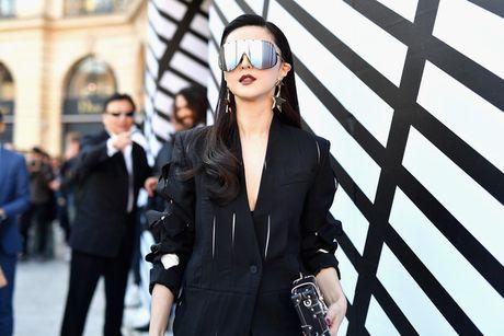 Pham Bang Bang sac lanh doi dau Truong Thien Ai o show Louis Vuitton - Anh 2