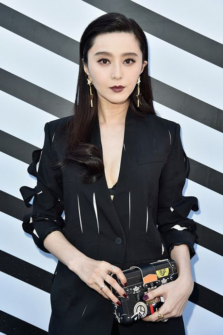 Pham Bang Bang sac lanh doi dau Truong Thien Ai o show Louis Vuitton - Anh 4