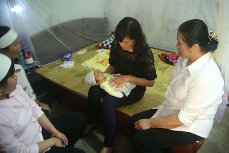 San phu chet bat thuong sau khi sinh: Benh vien khong co mau du tru - Anh 1