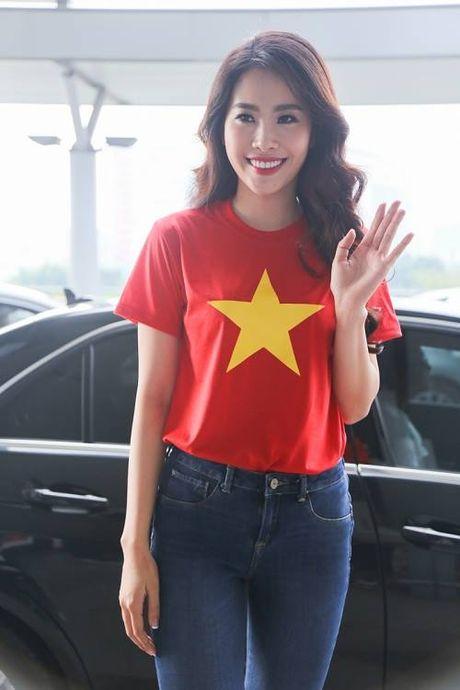 Nam Em dien ao co do sao vang len duong tham du Hoa hau Trai Dat - Anh 2