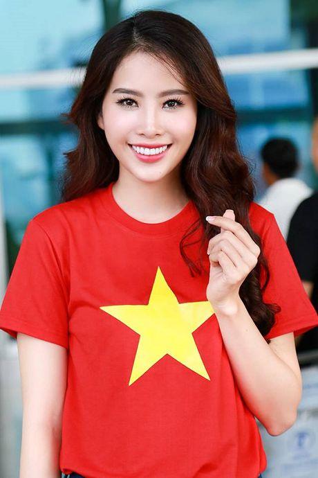Nam Em dien ao co do sao vang len duong tham du Hoa hau Trai Dat - Anh 5
