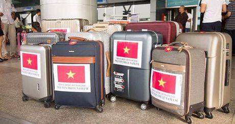 Nam Em dien ao co do sao vang len duong tham du Hoa hau Trai Dat - Anh 7