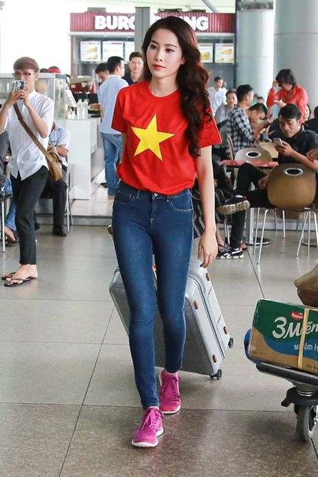 Nam Em dien ao co do sao vang len duong tham du Hoa hau Trai Dat - Anh 8