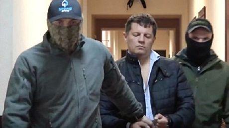 Ukraine phan doi ve vu bat giu nghi can gian diep - Anh 1