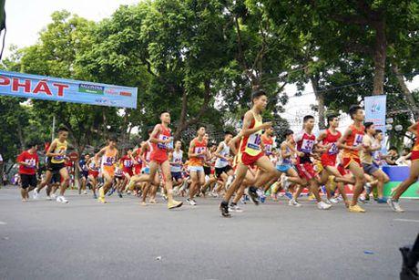 1.200 VDV tham gia giai chay bao Ha Noi moi mo rong lan thu 43 - Anh 1