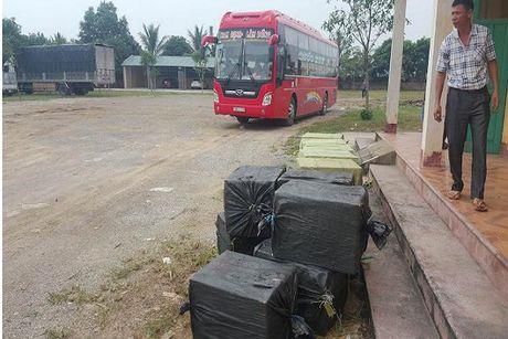 Bat xe khach van chuyen 1.100 kg nhong tam boc mui - Anh 2