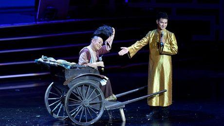 Xuan Hinh choc khan gia cuoi 'can hoi' trong liveshow 10 ti - Anh 1