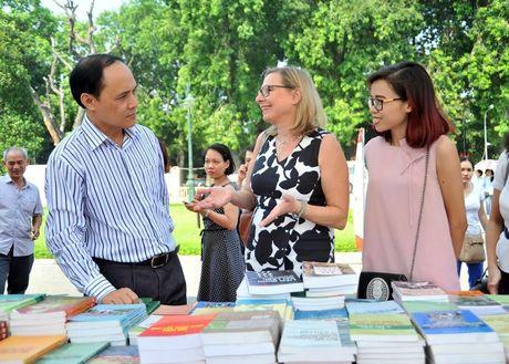 Hoi sach Ha Noi 2016: Ngay hoi ton vinh van hoa doc Thu do - Anh 3