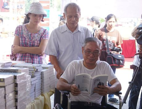 Hoi sach Ha Noi 2016: Ngay hoi ton vinh van hoa doc Thu do - Anh 5