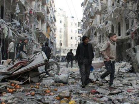 Bi chi trich nhieu, quan doi Syria bot khong kich Aleppo - Anh 1