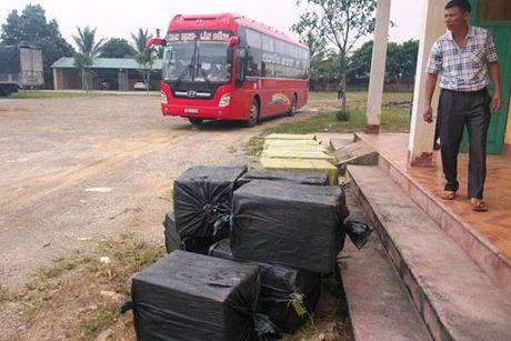 Bat xe khach van chuyen 1.100 kg nhong tam boc mui - Anh 1