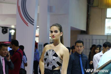 "Mau ""Tay"" tran ngap trien lam Vietnam Motor Show 2016 - Anh 12"