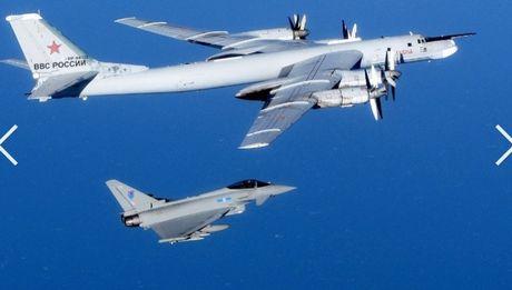 Chien dau co NATO chan may bay Nga - Anh 1