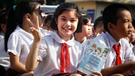 Meo may Doraemon tung bung hoc ATGT cung hoc sinh Thu do - Anh 8