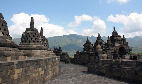 Kham pha Borobudur ky quan Phat giao lon nhat the gioi - Anh 8