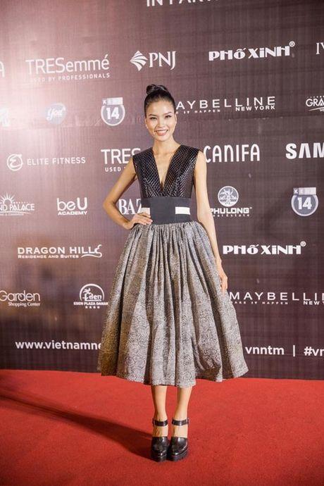 Xu huong tre vai, xe dui,…can quet tham do chung ket Vietnam's Next Top Model 2016 - Anh 6