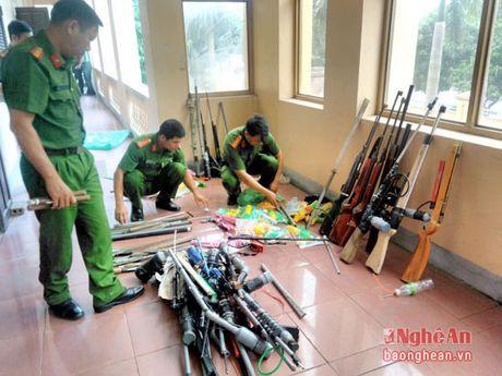 Cong an Dien Chau thu hoi 175 vu khi cac loai - Anh 1