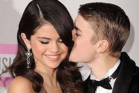 Danh sach nguoi tinh nong bong cua Justin Bieber khien khoi dan ong phai ghen ti - Anh 12