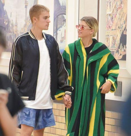 Danh sach nguoi tinh nong bong cua Justin Bieber khien khoi dan ong phai ghen ti - Anh 1