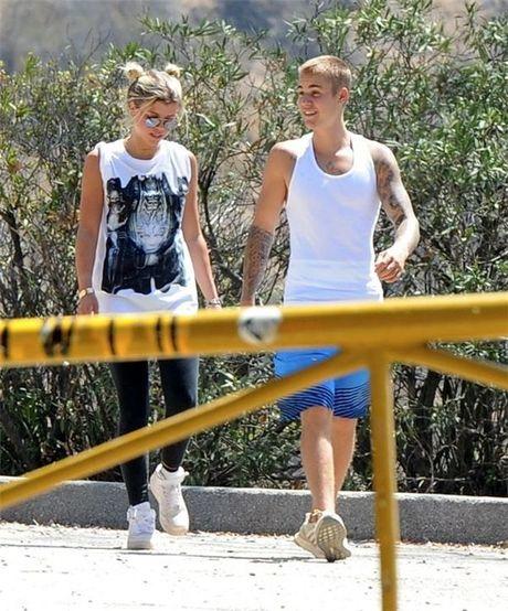 Danh sach nguoi tinh nong bong cua Justin Bieber khien khoi dan ong phai ghen ti - Anh 2