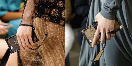 Do hieu Louis Vuitton, gio phai dung case dien thoai moi la chat! - Anh 1