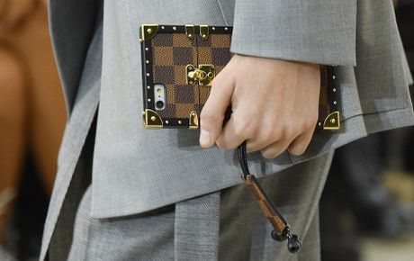 Do hieu Louis Vuitton, gio phai dung case dien thoai moi la chat! - Anh 8