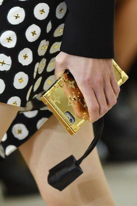 Do hieu Louis Vuitton, gio phai dung case dien thoai moi la chat! - Anh 9