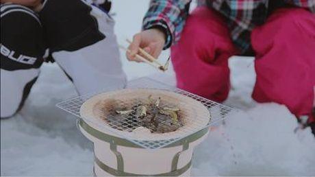 Vui choi trong tuyet roi trang troi Fukushima - Anh 7