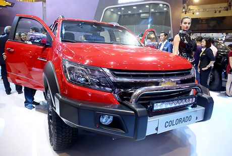 Chevrolet Colorado 2017 ra mat khach hang Viet, gia tu 600 trieu dong - Anh 3