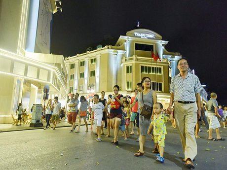 Pho di bo quanh Ho Guom khong phai noi bay ban bua bai - Anh 1
