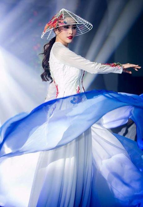 Nam Em len duong thi Hoa hau Trai dat - Anh 24