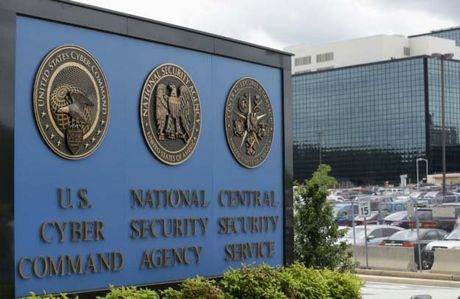 'Dong nghiep' cua Edward Snowden bi bat vi ban ma nguon tuyet mat - Anh 1