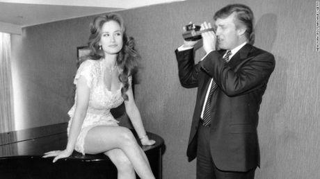 Lo them 2 video lam xau hinh anh ong Trump - Anh 1