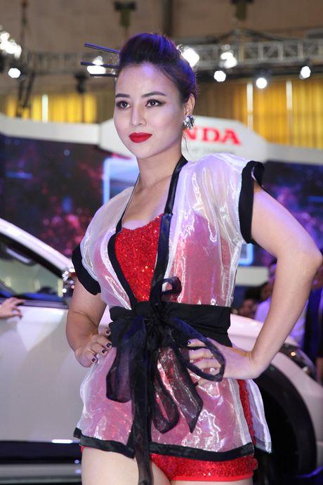 Vietnam Motor Show 2016: Pajero Sport la tam diem gian hang Mitsubishi - Anh 5