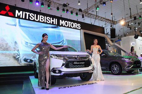 Vietnam Motor Show 2016: Pajero Sport la tam diem gian hang Mitsubishi - Anh 6
