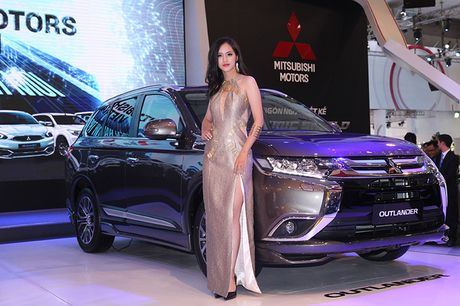 Vietnam Motor Show 2016: Pajero Sport la tam diem gian hang Mitsubishi - Anh 8